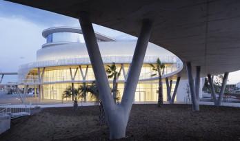 海洋与陆地之间的白色珍珠:阿格德角博彩与展览中心 / A+Architecture