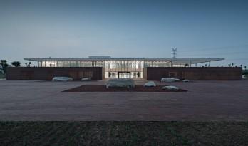 光影的庭园 ——鼎石物流办公楼 / 建筑营设计工作室