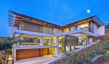 飞动张扬的个性透着粗犷野性之美:南非海岸住宅 / Metropole Architects