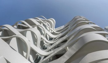 """条条白色丝带交错飘动:摩纳哥城市雕塑""""Le Stella"""" / Jean-Pierre Lott"""