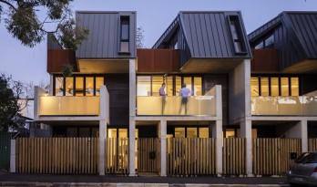 """体块分解与削弱带来的丰富变化性:达林顿""""阳台""""住宅 / Glyde Bautovich"""