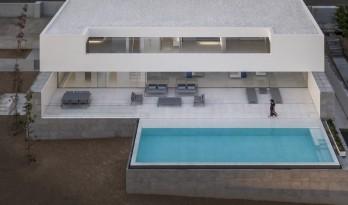 """在天空与大海的深邃里,纵享田园诗般纯净:""""水平线""""别墅 / Fran Silvestre Arquitectos"""