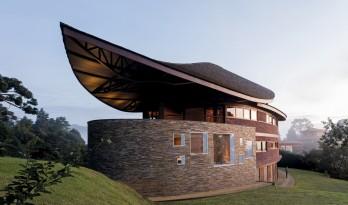 如风中枯叶,翩跹而落:巴西松树住宅 / Mareines Arquitetura