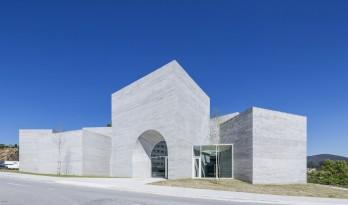 朴素而具有纪念性,古罗马建筑的现代诠释:波尔图口译中心 / spaceworkers