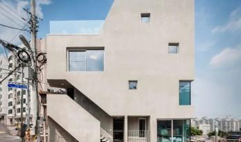 """小地块的""""极限""""延展:狭缝住宅 / Architects H2L"""