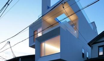 高高耸立,轻轻勾勒出一幅幅框景:京都混凝土立方体住宅 / EASTERN design office