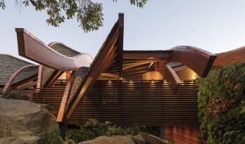 """屋顶""""浪花"""",对望大西洋:巴西波浪住宅 / Mareines Arquitetura"""
