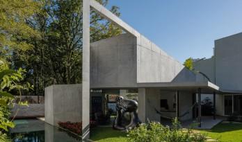 """巴西混凝土花园""""客厅"""" / RMAA"""