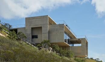 山坡上的音乐工作室 / Joao Diniz Arquitetura