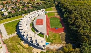 植入森林——德布勒森国际学校 / BORD建筑工作室