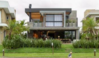 闲暇静坐,赏湖冥想:77号房子 / Aunic Arquitetos