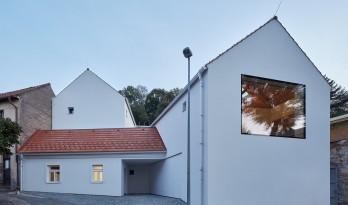 富于童趣的白色小房子:布拉格度假屋 / Atelier 111 Architekti