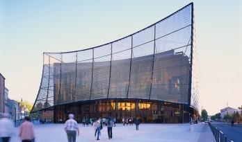 轻遮于空中巨幕之下:阿尔比大剧院 / Dominique Perrault Architecture
