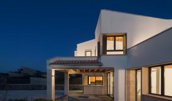 错落景窗勾勒出一幅幅山野风景画:MM住宅 / Salvà Ortín Arquitectes