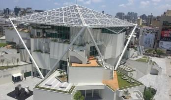 """坂茂新作""""台南美术馆"""",五边形屋顶天篷下的堆叠体块"""