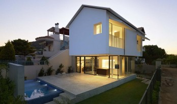 爱琴海岸边的白色精灵——希腊E住宅 / buerger katsota architects
