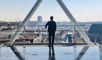 马岩松,一个陌生北京男人在巴黎的登场