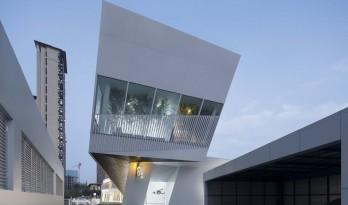 错动扭转,富有动感的倾斜:中国兰博基尼展示中心 / 普玛建筑设计事务所
