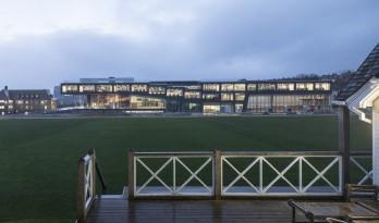体育与科学精神的碰撞:布莱顿学院 / OMA
