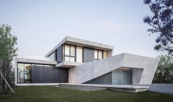 温暖纯粹的解构:大理石住宅 / OON Architecture