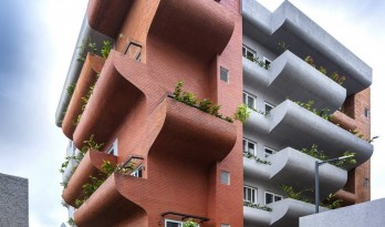 """富有动感的雕塑:印度""""森林""""公寓 / The Purple Ink Studio"""