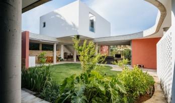 方与圆营造的花园式住宅:Cauman之家 / Estúdio BRA