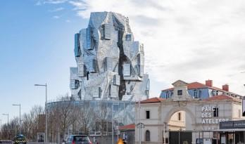 弗兰克·盖里作品LUMA大厦即将竣工,银色铝板覆盖的动感雕塑