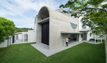 简约而大胆,混凝土拱形筒的小清新:Bewboc 住宅 / Fabian Tan