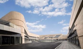 极速车王的起点——天益国际汽车城 / 三益建筑设计