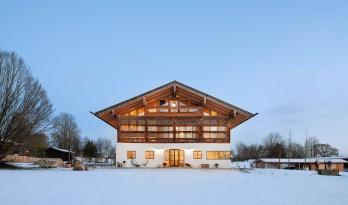 保留历史精湛工艺的美丽木结构,中世纪谷仓改造