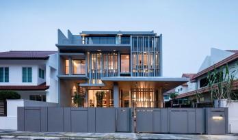 庄重静谧,垂直轻遮:新加坡字母住宅 / Park + Associates