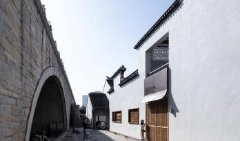 白墙黛瓦下营造现代温暖空间,挚舍南禅观水酒店 / 本哲建筑