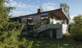 """挪威""""楼梯""""住宅,朝向峡湾的花园之家"""