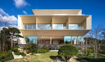 纯白与暖木的组合,惊艳了时光,日本私宅 / 隈研吾建筑都市设计事务所