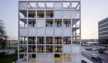 外方内圆,半遮半掩的透明光影——C&P 公司总部