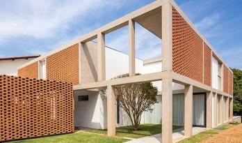 """自具结构形式美感的混凝土""""网格""""住宅"""