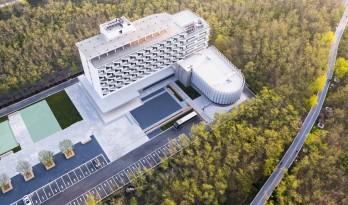 烟台海洋经济创新区总部基地改造 / 水石设计