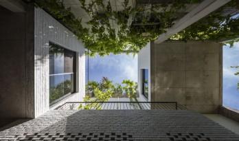 """错落的盒子,可呼吸的""""绿色之肺"""":岘港住宅 / 武重义建筑事务所"""
