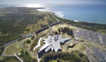 """抽象解构的""""长脊"""":澳大利亚企鹅归巢游客中心"""