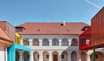 童话书中的儿童城堡:Vřesovice小学扩建