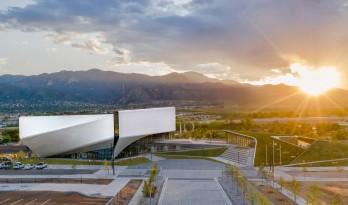 """如""""风车""""般旋转:美国奥林匹克博物馆 / DS+R"""