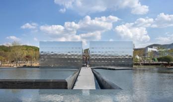"""天空与水交融一体,硬质金属折射出未来感:""""Mon Amour"""" 文化空间"""