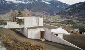 """群山环抱之中,""""折叠百变""""的混凝土小屋"""