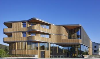 挪威收藏图书馆:垂直木材编织出柔和立面 / Helen & Hard