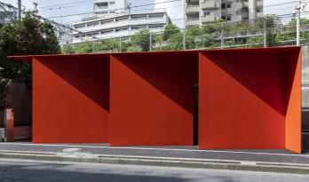 """东京""""红色折纸""""公厕 / Nao Tamura"""
