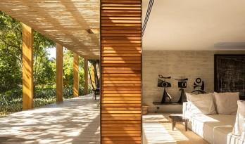 """巴西热带海岸上的""""沙屋"""" / studio MK27"""