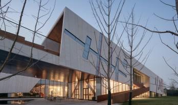 """一幅立体""""至上主义""""抽象画——西安绿地能源艺术中心 / 上海日清建筑设计"""
