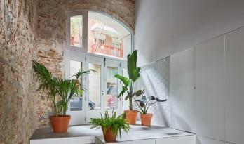 巴塞罗那住宅改造,纵向贯通 / estudi08014