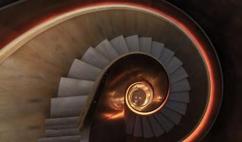 旋转楼梯——建筑艺术的灵动音符