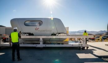"""BIG和Kilo设计的维珍超回路列车""""飞马号""""吊舱首次搭载乘客"""